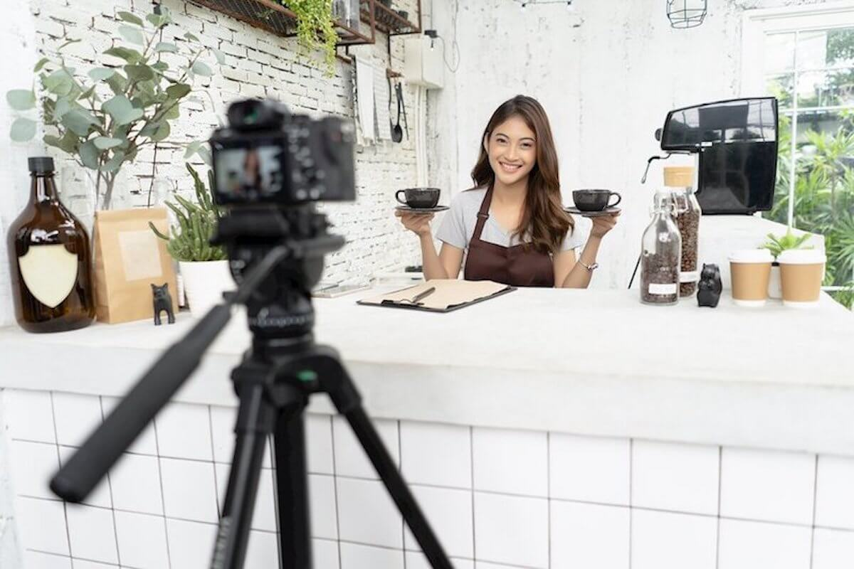 Use Videos to Entertain Customers - How to Use Video in eCommerce Marketing - VeedYou Guest Post for Replyco Helpdesk Software for eCommerce